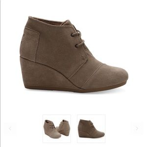 Toms Tan Swede Wedges
